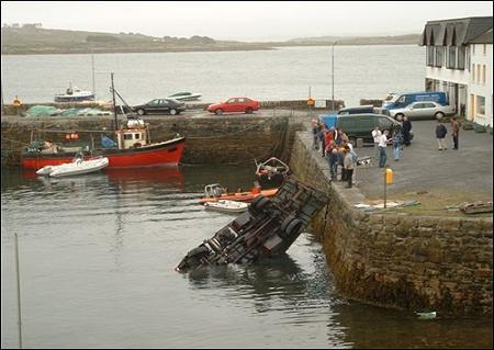funny-collage-accident-in-ireland05.jpg