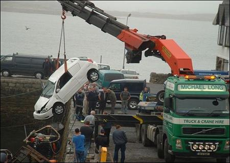 funny-collage-accident-in-ireland07.jpg