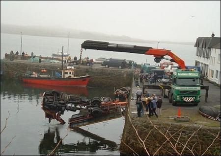 funny-collage-accident-in-ireland08.jpg