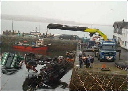 funny-collage-accident-in-ireland10.jpg