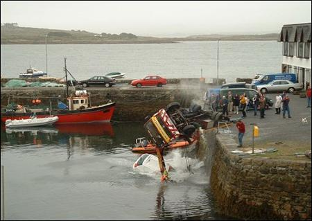 funny-collage-accident-in-ireland04.jpg